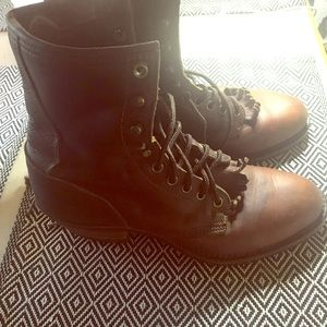 All leather brown boots. Lace up. Vibram sole sz9